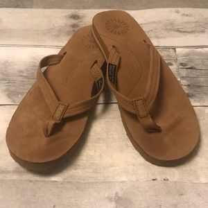 UGG Tan Flip Flops Size 5 - GREAT CONDITION